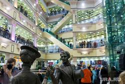 Посещаемость Пассажа и Ельцин центра