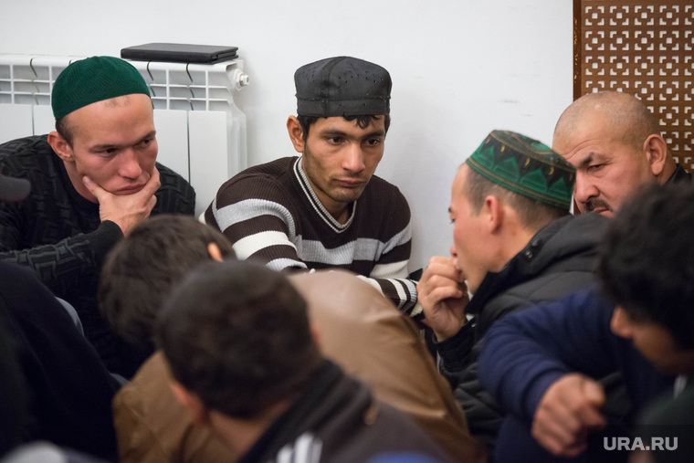 Курбан-байрам в Екатеринбурге, мечеть на  ул. Димитрова, 15., гастарбайтеры, трудовые мигранты, мусульмане