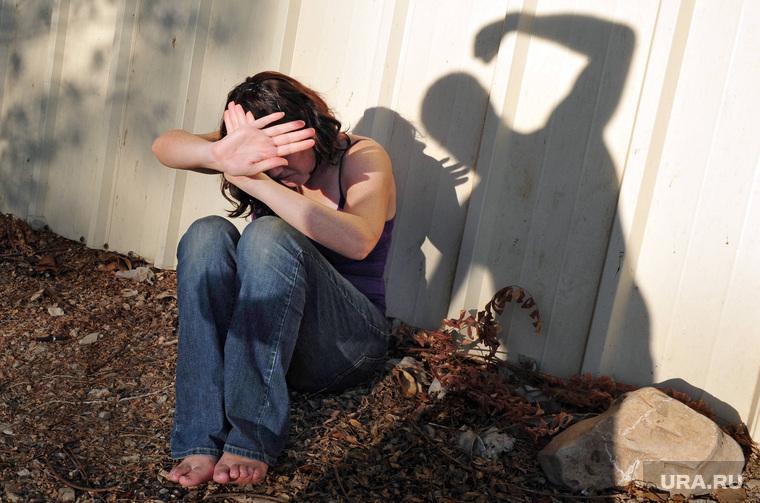 Клипарт depositphotos.com , страх, жертва, насилие, сила, женщина, понукание, тирания, диспотизм, агрессия