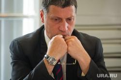Выездное заседание правительства Свердловской области в Первоуральске, очки в руках, рапопорт леонид