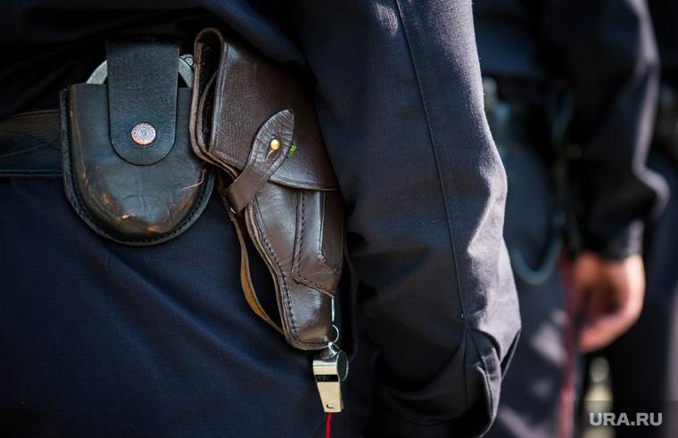 Полиция на Площади 1905 года. Екатеринбург, пистолет, свисток, кобура, полиция, наручники