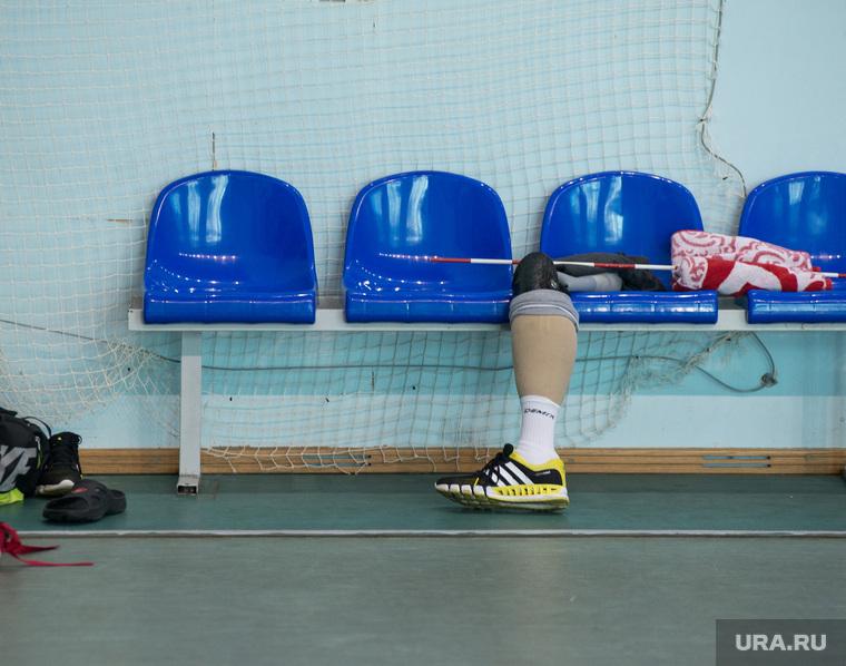 Тренировка паралимпийцев по волейболу. ДИВС. Екатеринбург, паралимпиада, протез