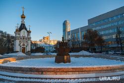 Снежный Екатеринбург, площадь труда, часовня святой екатерины, каменный цветок