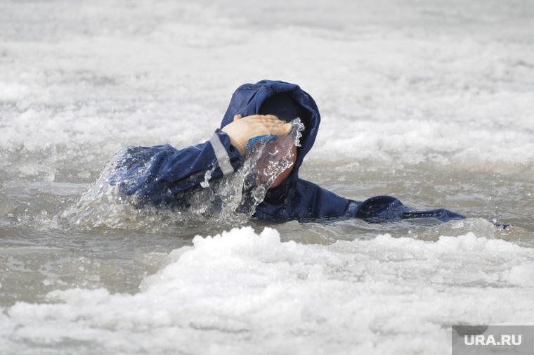 Спасение на водах зима. Утопающий. Полынья. Прорубь. Лед. Челябинск., прорубь, лед, утопающий