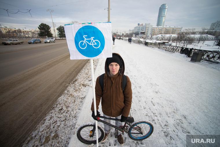 Пикет на Плотинке по велодорожкам. Екатеринбург, дорожные знаки, велосипед