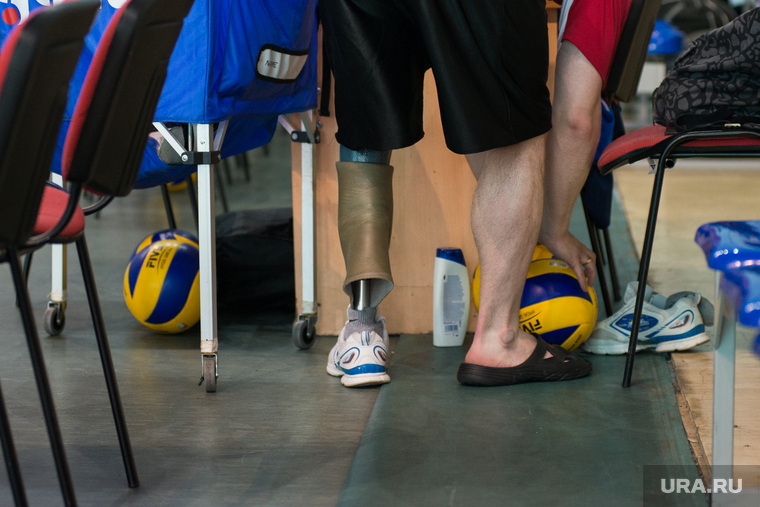 Тренировка паралимпийцев по волейболу. ДИВС. Екатеринбург, волейбол, паралимпийцы, протез