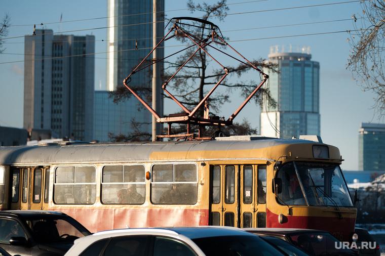 Общественный транспорт Екатеринбурга, трамвай, башня исеть, бц президент, общественный транспорт, правительство со