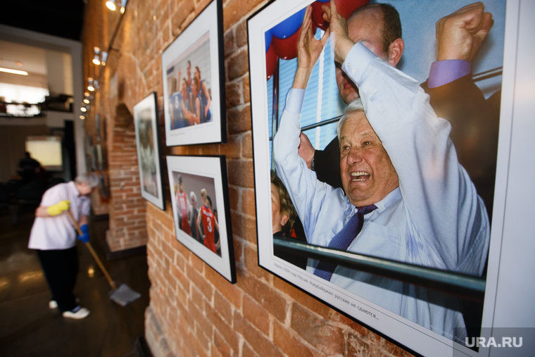 Фотовыставка к юбилею Ельцина «Болельщик №1». Екатеринбург, ельцин, фотовыставка