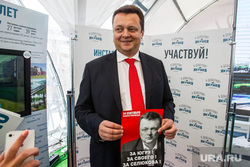 Кандидат в губернаторы Михаил Селюков в агитпалатке Якушева. Тюмень, селюков михаил