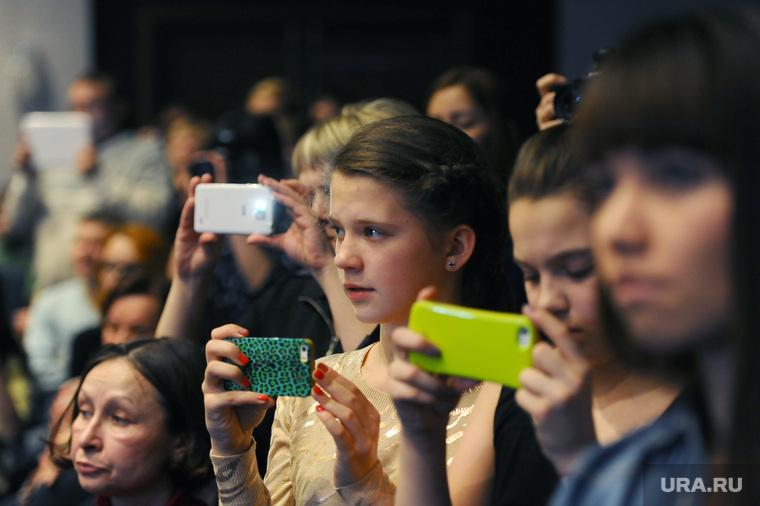 Хабенский. Челябинск., телефон, смартфон, айфон, подростки, гаджет, гаджетомания, снимают на телефоны