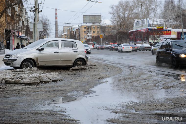 Последствия прорыва напорного водопровода на улице Академическая - грязь на улице Малышева. Екатеринбург, грязь, грязный снег