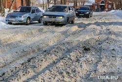 Снег и грязь на дорогох  и водворах города.Курган., грязный снег, проезд затруднен, колея, дорожные проблемы