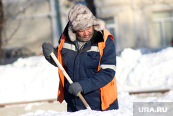 Зимний Курган., дворник, снег, зима