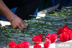 День ВДВ. Нижневартовск., десантники, траур, гвоздики