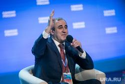XVI съезд Единой России, второй день. Москва, неверов сергей, голосование, рука вверх
