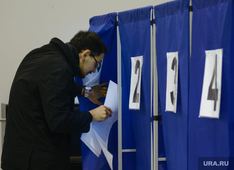 ВЫБОРЫ-2016. Перезалито. Майорова. Екатеринбург, кабинка для голосования, референдум, выборы, голосование