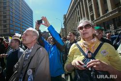 5-ая годовщина Болотной площади. Митинг на проспекте Сахарова. Москва, значки 6-ое мая