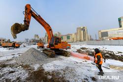 Строительство конгресс-холла на набережной реки Миасс к саммитам ШОС и БРИКС. Челябинск, экскаватор, стройка