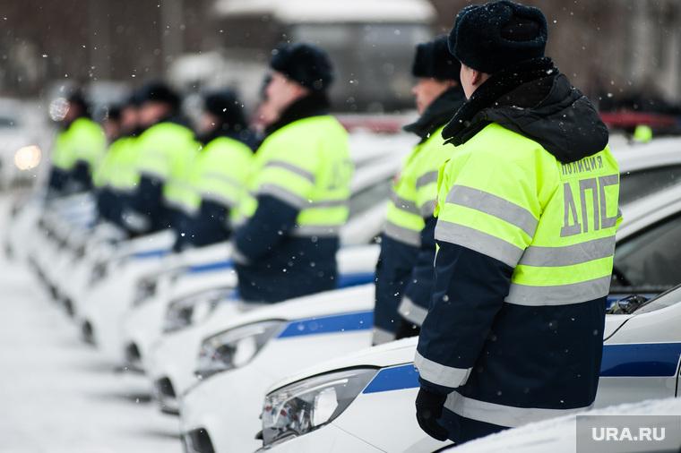 Вручение свердловским полицейским ключей от новых автомобилей. Екатеринбург , машина дпс, машины, полиция, правоохранительные органы, гибдд, дпс, зима, автомобили