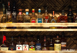 ALOHA БИЧЕZ South Bar. Екатеринург, бар, виски, стеллаж, алкоголь