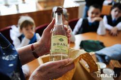 Школьный урок посвященный Сталинградской битве. Челябинск, алкоголизм, бутылка, водка, пьянство, алкоголь, школьники, дети, водка из посылки на фронт