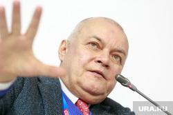 """Всероссийский форум """"Россия страна возможностей"""", первый день. Москва, жест рукой, киселев дмитрий"""