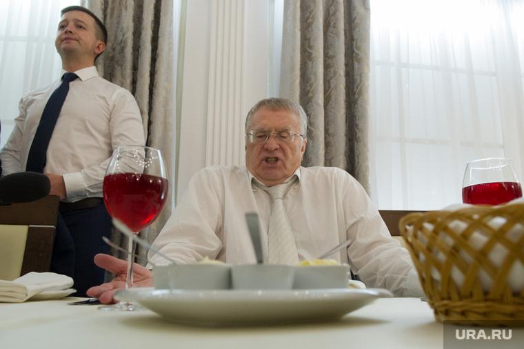 Кандидат в президенты России Владимир Жириновский в Екатеринбурге, торощин игорь, жириновский владимир, бокал с вином