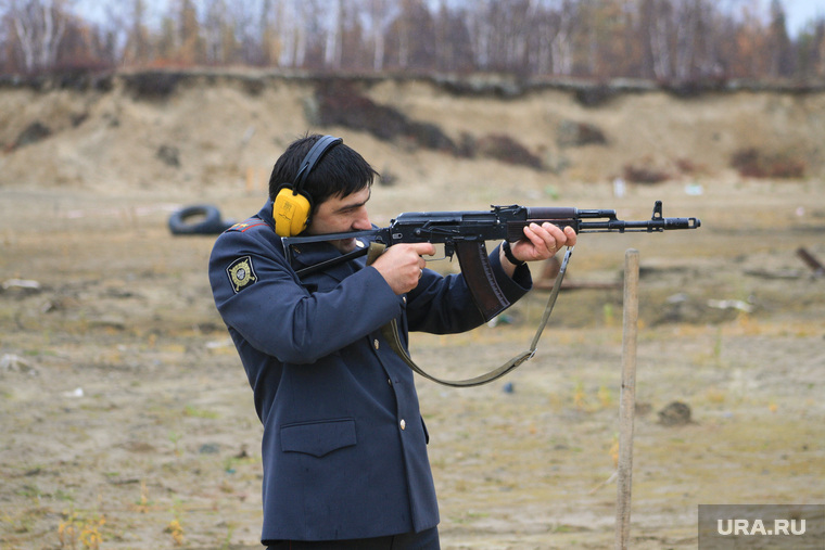 Виталий Бучков, начальник ОМВД по г. Салехард, автомат, стрельба, бучков виталий