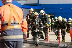 """Пожар в ТЦ """"Персей"""". Москва, мчс, , пожарные расчеты, автомобили мчс, экстреенные службы, чрезвычайное проишествие"""