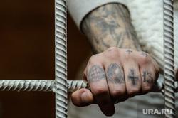 Суд над автором системы пыток Михаилом Белоусовым и зеками-активистами ИК-2. Екатеринбург, осужденный, зона, уголовник, татуировка, зеки, наколка, тату, татуировки на пальцах