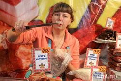 Православная выставка-ярмарка.Курган., продавец, ценники, мясная продукция