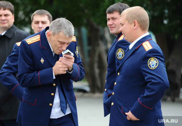Випы на улице. Челябинск., следователи, курят