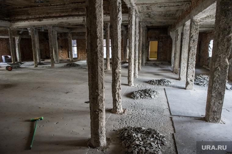 """Здание бывшего клуба """"Gold"""". Екатеринбург, реконструкция здания, колонный зал, ремонт, старое здание, уборка помещения"""