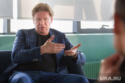Директор строительной компании ACONS GROUP Иван Кузнецов. Екатеринбург, кузнецов иван, жест двумя руками