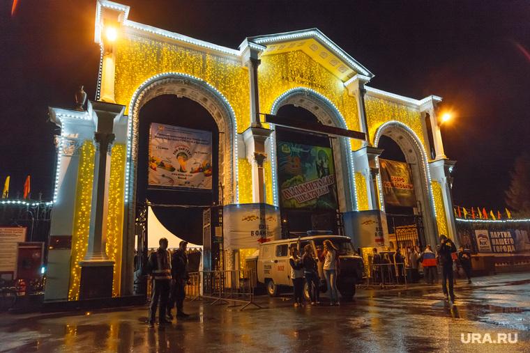Матч Россия-Алжир, трансляция в ЦПКиО. Екатеринбург, парк маяковского, цпкио, иллюминация