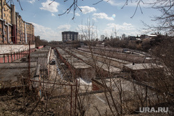 Овраг, на месте которого планируют построить общежитие университета. Здание ФНС и здание ФСБ., гаражи, лог, гаражный кооператив