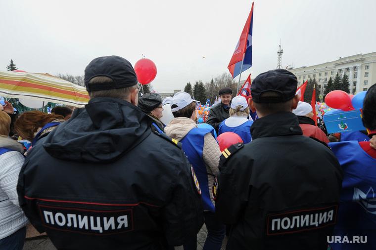 Праздничные митинги посвященные Первомаю. Челябинск, первомай, театральная площадь, митинг, полиция
