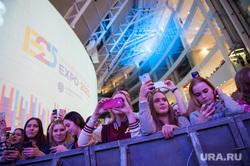 Открытие представительства заявочного комитета ЭКСПО 2025. Екатеринбург , концерт, толпа, люди, телефоны, девушки, молодежь, expo 2025, смартфоны, гаджеты, экспо 2025