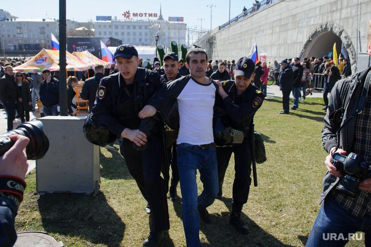 Несанкционированная акция сторонников Алексея Навального. Екатеринбург, исторический сквер, задержание