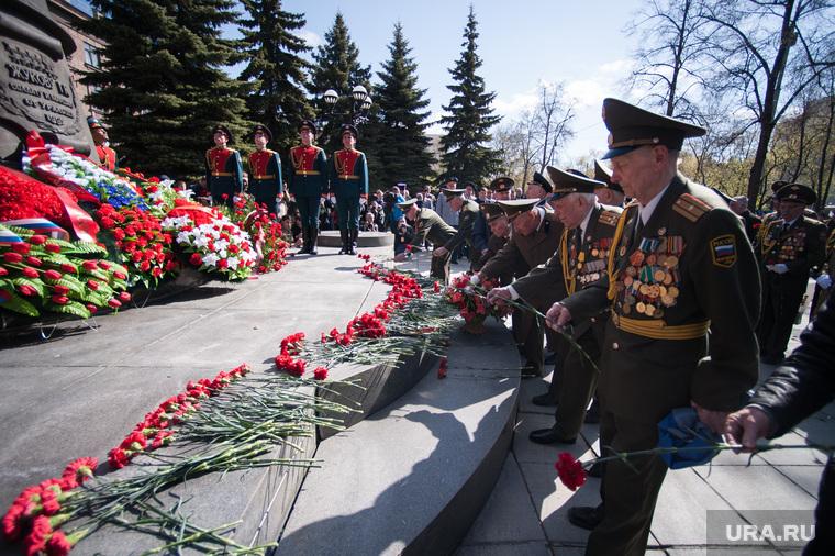 Возложение цветов к памятнику Жукову. Екатеринбург, ветераны, возложение венков