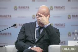 Гайдаровский форум-2018. Второй день. Москва, силуанов антон, фэйспалм, жест рукой