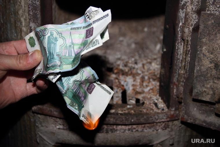 Банкротство, человек пьет, микробы, спички, пытки, скидки, дайджест, кризис, купюры, деньги, банкротство, горящие деньги