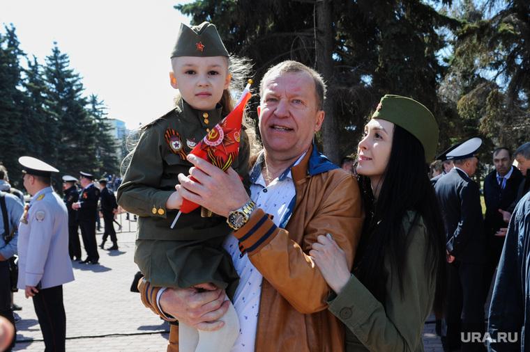 Парад Победы, торжественное построение на Площади революции. Челябинск, пшеницын андрей, пшеницына елена