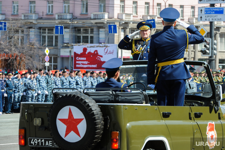 Парад Победы, торжественное построение на Площади революции. Челябинск, рапорт, парад победы