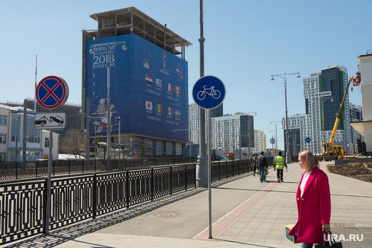 Здание строящейся гостиницы возле Екатеринбург-Арены, чемпионат мира по футболу, высотное здание