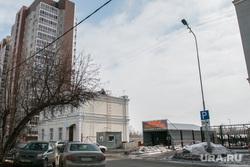 Здание и парковка по адресу Климова 74. Курган, улица климова74, улица климова78, крытая парковка