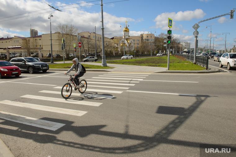 Благоустройство города в районе Екатеринбург-Арены, пешеходный переход, улица репина, сизо1