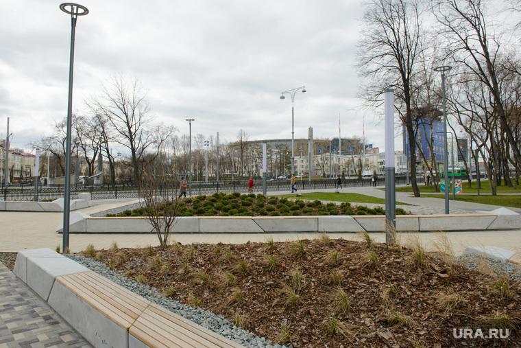 Благоустройство города в районе Екатеринбург-Арены, клумба, площадь коммунаров, благоустройство