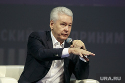 """Форум """"Трансформация-2"""". Москва, собянин сергей, жест рукой"""