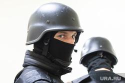"""Судебные приставы опечатывают БЦ """"Guru"""". Екатеринбург, силовики, люди в масках, силовая поддержка, группа захвата"""